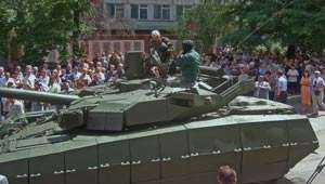 The Chairman of the Ukrainian Parliament Drove the Oplot Main Battle Tank