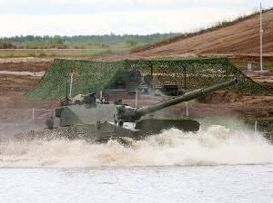 СПТП «Спрут-СД» преодолевает водную преграду сходу