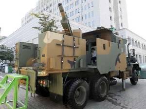 Корейские военные представляют возимую 105-мм артиллерийскую установку