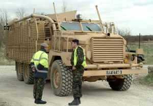 Британия движется от Pinzgauer Vector к MRAP