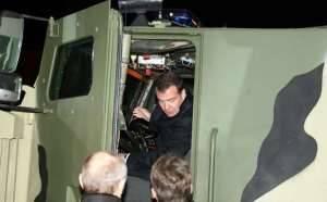 Президент РФ Дмитрий Медведев и Председатель Правительства РФ Владимир Путин протестировали технику ООО «ВПК»